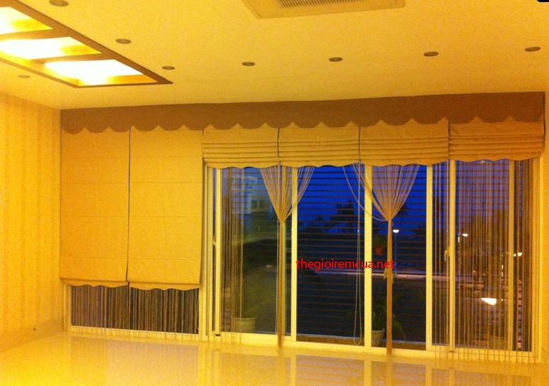 Rèm roman cửa sổ và vách kính