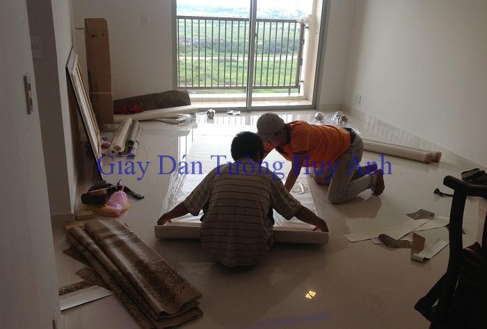 Thợ dán giấy dán tường nhân công