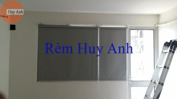 rem cuon chong nang cua so ban cong