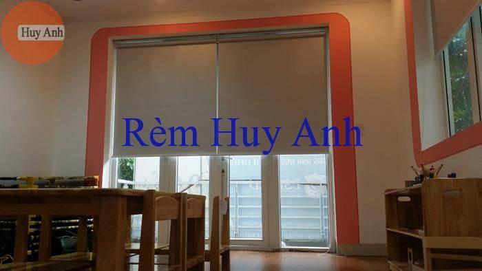 Cô Hằng 173 Xuân Thủy – Rèm cuốn đẹp R002 lắp ở cửa sổ (Lọt khuôn cửa)